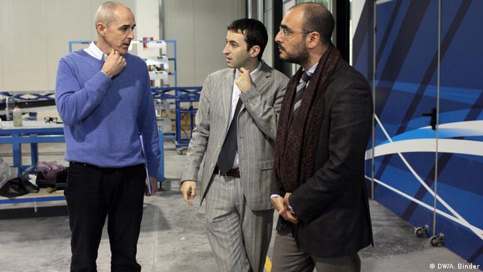 Die Chefs der Firma im Gespräch (Foto: DW/Antje Binder)