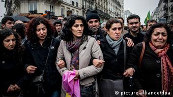 200 Kurds march in sorrow and anger in Paris on 10 January 2013 © Benjamin Girette / IP3