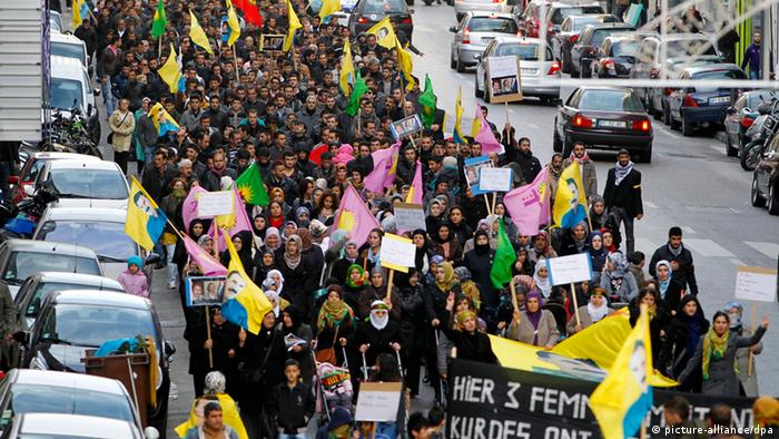 Members of the Kurdish community demonstrate in the streets of Marseille, southern France, 10 January 2013, over the murder of three Kurdish women activists. (c) EPA/GUILLAUME HORCAJUELO