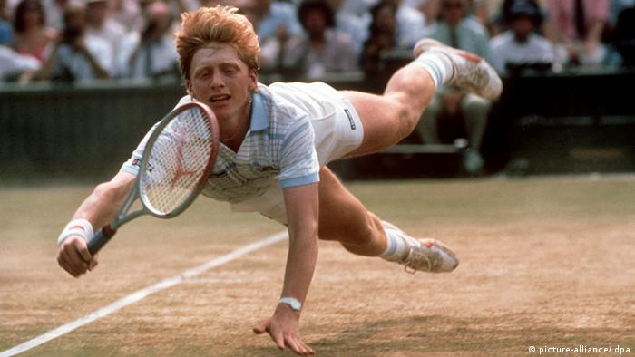 Boris Becker dives for a ball in the 1985 Wimbledon final. (Photo: picture-alliance/dpa/Rüdiger Schrader)