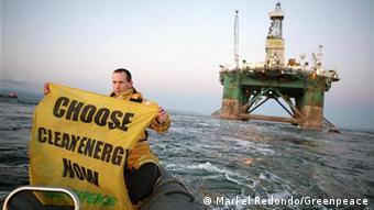 Активисты Greenpeace протестуют против добычи нефти в Арктике