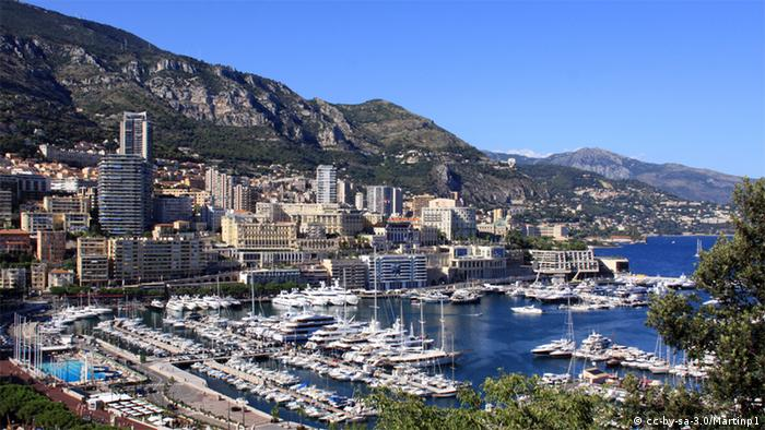 View of Monte Carlo harbor in Monaco with expensive yachts. Copyright: cc-by-sa-3.0/Martinp1