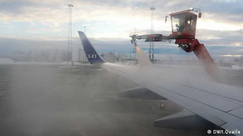 De-icing a plane (photo: DW/I.Quaile)