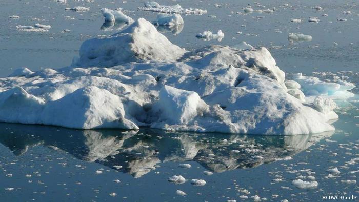 Schmelzendes Eis in der Arktis (Foto: Irene Quaile/DW)
