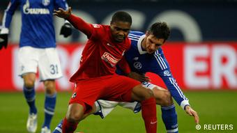 Schalke 04's Christoph Moritz challenges Freiburg's Cedrick Makiadi (L) during the German first division Bundesliga soccer match in Gelsenkirchen December 15, 2012. (Photo: REUTERS/Ina Fassbender)