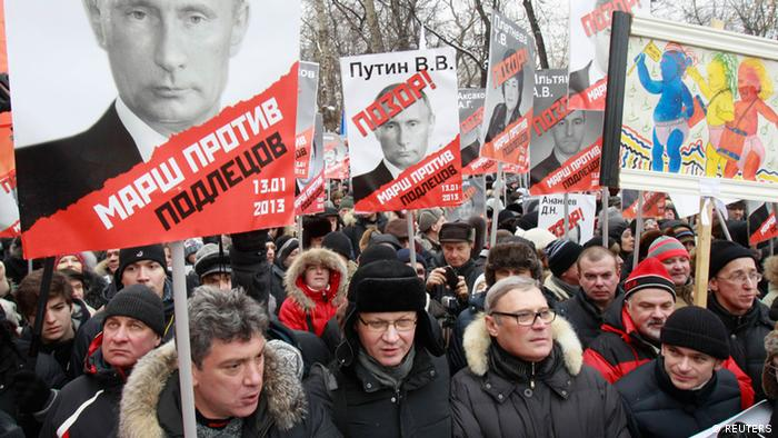Thousands protest the Russian ban against Americans adopting Russian children.