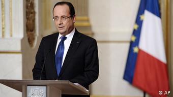 Frankreichs Präsident François Hollande spricht vor dem Elysée Palast zur Lage in Mali, 12.01.2013. (Foto: AP)