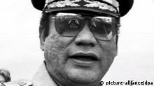 (FILES) A file photograph dated in 1985 in Panama of former Panamanian dictator Manuel Antonio Noriega. US judge William M. Hoeveler is supposed to issue a report on 'Habeas Corpus' petition by Noriega on 24 August 2007 in Miami, USA. Noriega's lawyers are trying to avoid that Noriega was extradited to France where he was sentenced in his absence in 1999 after he had found guilty of laundering 3.15 million US dollars. Noriega, 72, is to release from prison 09 September 2007 because of his good conduct after being serving 17 years in jail. Noriega was sentenced to 40 years in prison after he had found guilty of drug trafficking. EPA/STF +++(c) dpa - Bildfunk+++