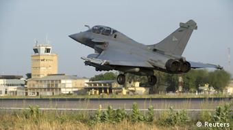 A French Rafale fighter jet lands in Ndjamena, Chad, before being deployed in Mali, (Photo: REUTERS/Adj. Nicolas-Nelson Richard/ECPAD/Handout)