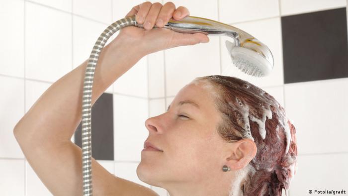 Symbolbild duschen Dusche Haare waschen (Fotolia/gradt)