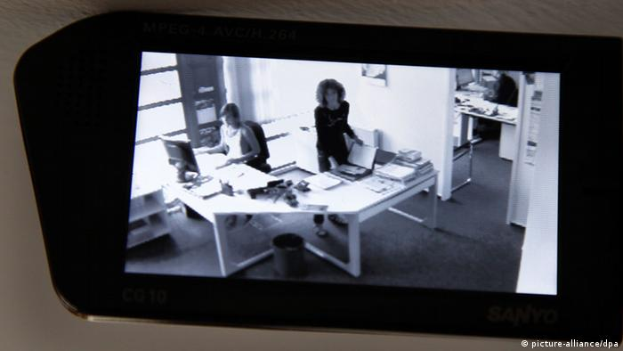 A videocamera on Wednesday (25.08.2010) in Schwerin shows a scene in the workplace.
