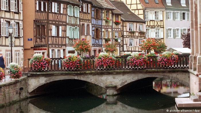 Altstadt von Colmar in Elsass Brücke