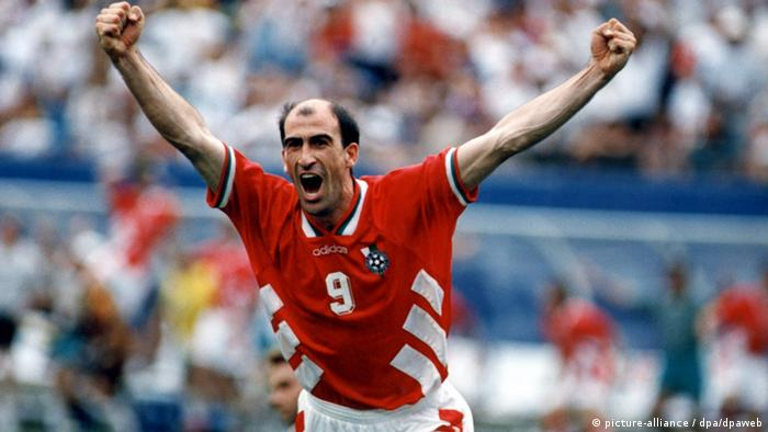 Yordan Lechkov celebrates his goal against Germany in the 1994 World Cup. Foto: Oliver Multhaup dpa (zu dpa 0166)