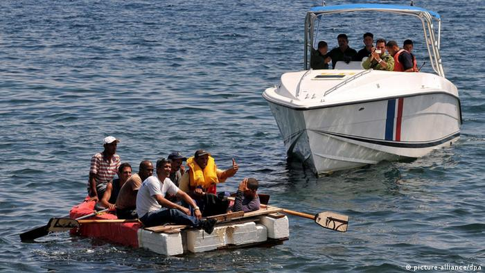 Cuban coastguards help 'balseros' from a rustic craft getting on board the boat, in Havana, Cuba, 4 June 2009 in an intent to stop an illegal exit from the island. EPA/ALEJANDRO ERNESTO +++(c) dpa - Bildfunk+++