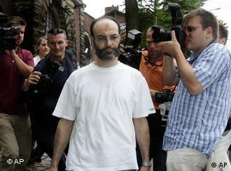 Darkazanli surrrounded by press photographers as he leaves a prison in Hamburg on July 18, 2005