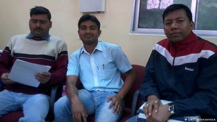Drei männliche Club-Mitglieder sitzend