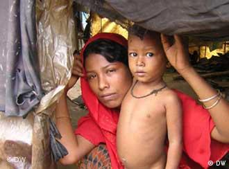 A Rohingya mother and her child in a makeshift camp in Teknaf, Bangladesh