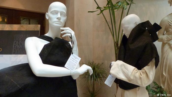 Zwei Ankleidepuppen mit Hendo-Kleidern. Copyright: DW/Anna Ilin 15. Januar 2013 im Hotel Adlon, Berlin