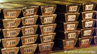 Золото треба забрати з-за кордону?