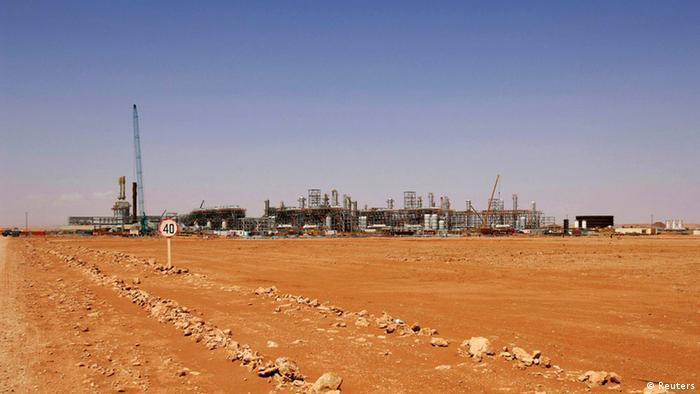 An undated general view of the In Amenas gas facility about 100 km (60 miles) from the Algerian and Libyan border, is seen in this picture provided by Norwegian oil company Statoil January 16, 2013. Islamist militants attacked a gas production field in southern Algeria January 16, 2013, kidnapping at least nine foreigners and killing two people including a French national during a dawn raid, local and company officials said. The gas field is operated by a joint venture including BP, Norwegian oil firm Statoil and Algerian state company Sonatrach. REUTERS/Kjetil Alsvik / Statoil/Handout (ALGERIA) ATTENTION EDITORS - THIS IMAGE WAS PROVIDED BY A THIRD PARTY. FOR EDITORIAL USE ONLY. NOT FOR SALE FOR MARKETING OR ADVERTISING CAMPAIGNS. THIS PICTURE IS DISTRIBUTED EXACTLY AS RECEIVED BY REUTERS, AS A SERVICE TO CLIENTS. NO ARCHIVE (CIVIL UNREST BUSINESS COMMODITIES)