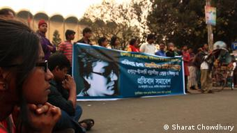 Description: Bloggers in Dhaka protested against the attack on Asif Mohiuddin. (Photo: Babu Ahmed / DW)