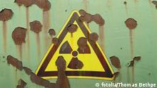 SilverStrahlungswarnung auf verrostetem Behälter © Thomas Bethge #26760925 - Portfolio ansehen
