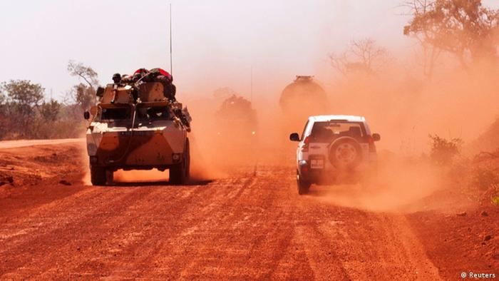 French troops drive to Segou January 16, 2013. French troops launched their first ground assault against Islamist rebels in Mali on Wednesday in a broadening of their operation against battle-hardened al Qaeda-linked fighters who have resisted six days of air strikes. REUTERS/Francois Rihouay (MALI - Tags: POLITICS CIVIL UNREST MILITARY CONFLICT)