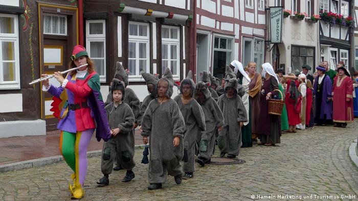 Каждый год в Гамельне устраивают спектакль, посвященный легенде о Крысолове