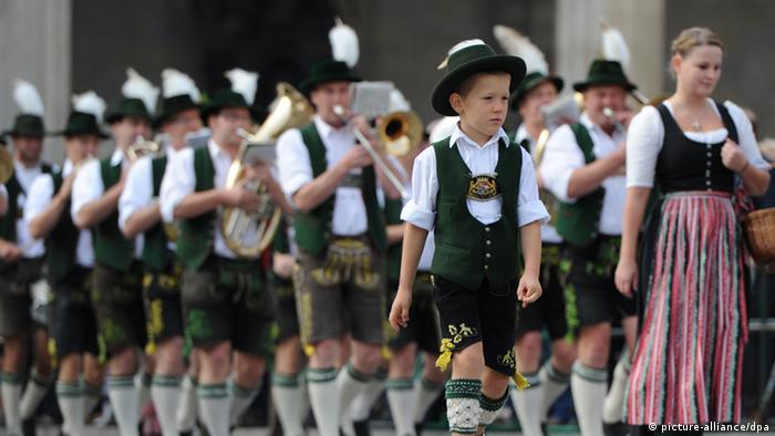 Музыканты в традиционных баварских костюмах