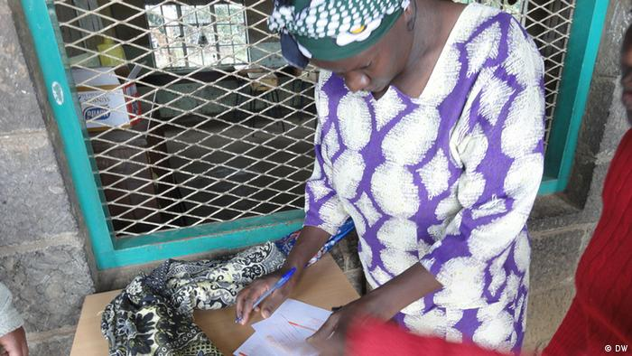 A voter marks a ballot paper at one of the polling stations. (Photo by Alfred Kiti/DW)