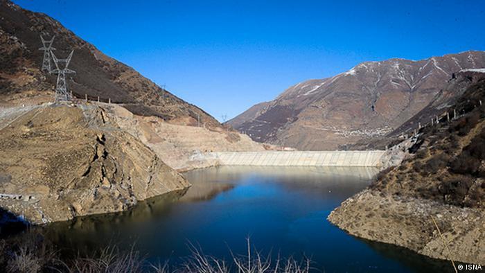 به علت کاهش بارندگی حجم آب ذخیرهگاه سدهای ایران به شدت کاهش یافته و به افت تولید برق منجر شده، عکس از آرشیو