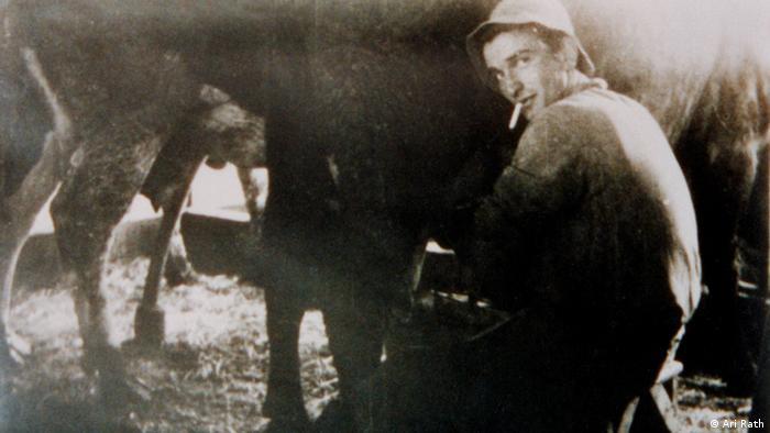 Ari Rath muss im Kibbuz alle 8 acht Stunden die Kühe melken (Rechte: Ari Rath)