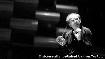 Franz Waxman conducting in a photo from 1962