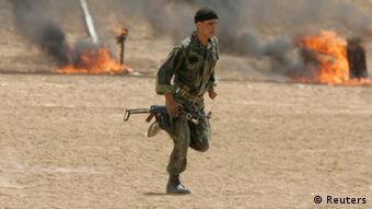 Mitglied eines algerischen Spezialkommandos (Foto: Reuters)