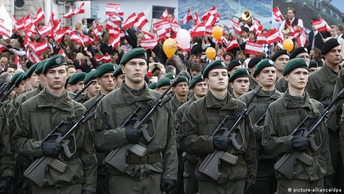 Austrian soldiers (Photo: Andy Wenzel/ apa/epa/dpa)