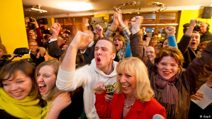 FDP supporters in jubilation on Sunday in a Hannover bar. Photo: dapd