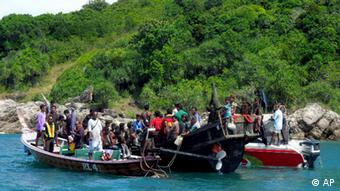 A boat carrying 73 Rohingya refugees is intercepted by Thai authorities off the sea in Phuket, southern Thailand (Photo: AP/dapd)
