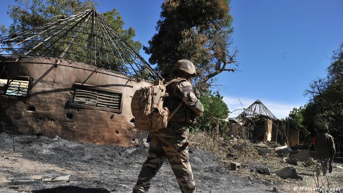 French soldiers look at Malian army buildings which were taken by Islamic jihadists (Photo: ISSOUF SANOGO/AFP/Getty Images)