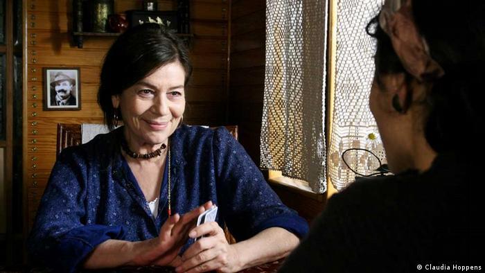 В роли матери ''Рукели'' - Ханнелоре Эльснер (Hannelore Elsner). Кадр из фильма ''Gibsy''