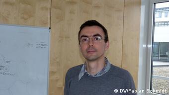 Bildüberschrift: Tobias Dick DKFZ<br /><br /><br /><br /> Bildbeschreibung:<br /><br /><br /><br /> Der Biochemiker Tobias Dick leitet am Deutschen Krebsforschungszentrum in Heidelberg eine Arbeitsgruppe, die sich mit den Wirkungen von oxidativem Stress auf Zellen beschäftigt (Foto: DW/ Fabian Schmidt)<br /><br /><br /><br /> Dieses Foto habe ich am 20.12.2012 im DKFZ in Heidelberg im Rahmen einer Dienstreise selbst aufgenommen, Fabian Schmidt.