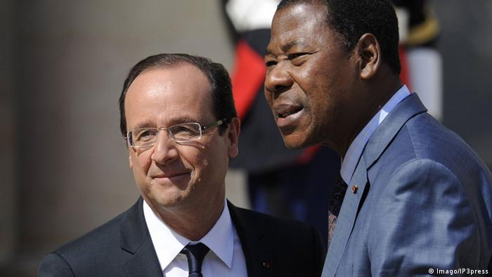 58043502 Date 29 05 2012 Copyright Imago IP3Press French President François Hollande welcomes Benin S President Thomas Bonuses Yayi Prior to a Meeting AT The Elysee Presidential Palace ON May 29 2012 in Paris PUBLICATIONxNOTxINxFRA Celebrities politics FRA x1x 2012 horizontal premiumd