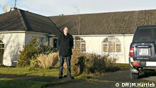 Andrew Bradshaw vor seinem Haus in Mullingar (Foto: DW/Hartlep)