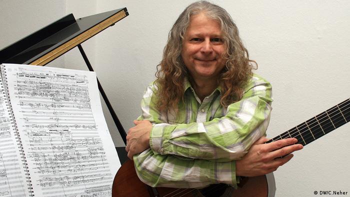 Im Bild zu sehen ist der brasilianische Komponist Arthur Kampela in Berlin. Copyright: unsere freie Mitarbeiterin Clarissa Neher.