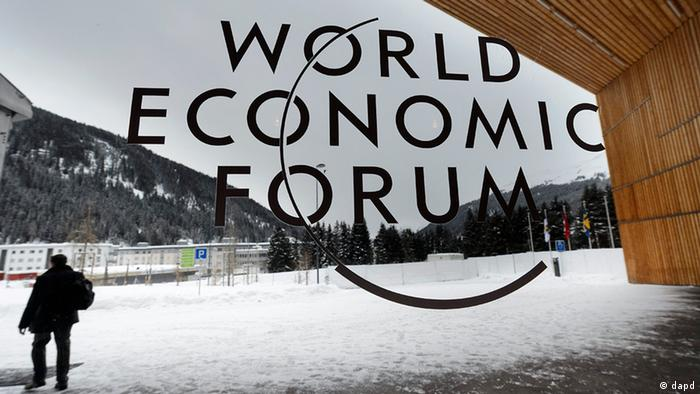 WEF logo on window facing out into the snow in Davos (Anja Niedringhaus/AP/dapd)