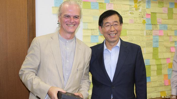 Mycle Schneider mit Won-Soon, Bürgermeister von Seoul Foto: Yujin Lee