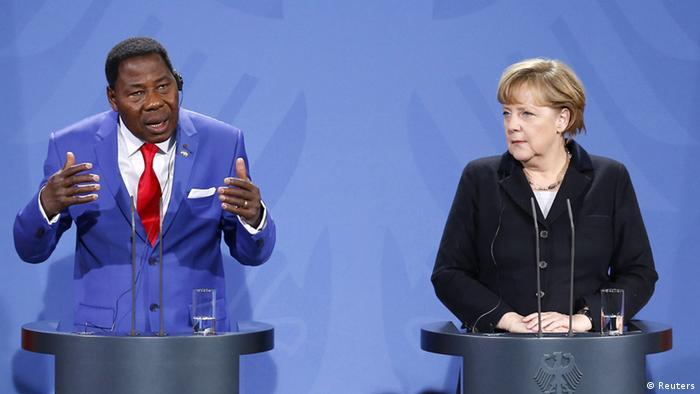 German Chancellor Angela Merkel (R) and Chairman of the African Union and Benin's President Thomas Boni Yayi address the media after talks in Berlin January 23, 2013. REUTERS/Tobias Schwarz (GERMANY - Tags: POLITICS)