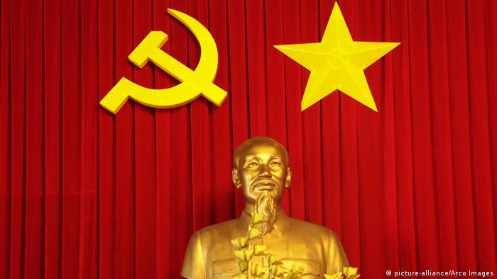 Ho-Chi-Minh-Statue im Wiedervereinigungspalast (Foto: picture-alliance/Arco Images)