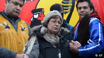 Attawapiskat Chief Theresa Spence holds hands with fellow hunger striker (Photo: Sean Kilpatrick)