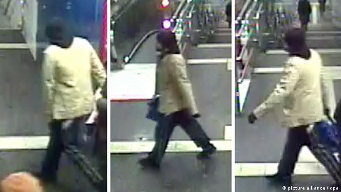 Кадри з камери спостереження на центральному вокзалі Бонна: зловмисник з бомбою в сумці