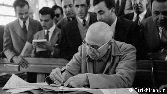 دکتر محمد مصدق، نخست وزیر ایران که پس از کودتای ۲۸ مرداد از قدرت برکنار شد